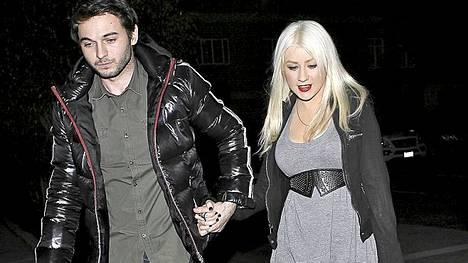Christina Aguilera ja Matthew Rutler matkalla ravintolaan Beverly Hillsissä tammikuussa.