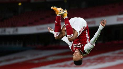 Pierre-Emerick Aubameyang juhli tekemäänsä Arsenalin avausmaalia.