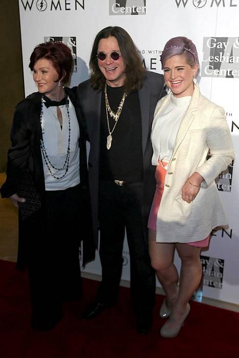 Sharon ja Ozzy Osbourne poseerasivat eilen punaisella matolla Los Angelesissa.