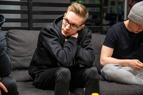 """Sami """"xseveN"""" Laasanen seuraa sivusta Elisa Invitational- ja DreamHack Masters Spring -turnaukset."""