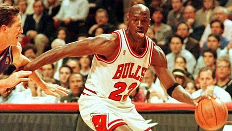 Koripallolegenda Michael Jordan on viime aikoina ollut esillä The Last Dance -hittidokumentin myötä. Arkistokuvassa Jordan Chicago Bullsin paidassa vuonna 1997.