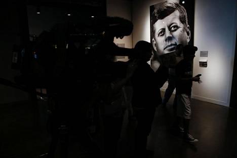 John F. Kennedyn murhapaikka Dealey Plazalla. 6th floor museum.