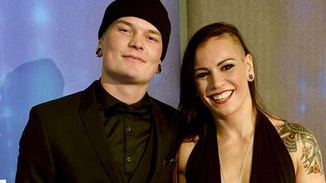 Eva Wahlström ja puoliso Niklas Räsänen kuvattuna Urheilugaalassa viime viikolla.