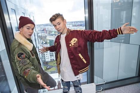 Marcus ja Martinus Helsingissä marraskuussa. 16-vuotiaat kaksoset nauttivat hurjaa suosiota nuorten tyttöjen keskuudessa.