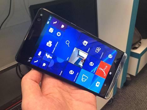 Kuusituumainen HP Elite X3 on puhelimeksi iso, mutta tietokoneen korvaajaksi toki pieni. HP esitteli laitetta toimittajille tiistaina.