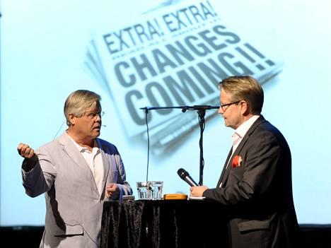 Professori Matti Wiberg ja elinkeinoelämän valtuuskunnan johtaja Matti Apunen Wibergin kirjoittaman pamfletin julkistustilaisuudessa.