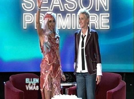 Lady Gaga puolusti lihapukuaan Ellen DeGeneresin ohjelmassa.