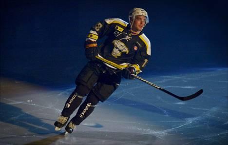 Mikko Leppilampi Pietarinkadun Oilersin Pukkiklassikko-hyväntekeväisyyspelissä 2013.
