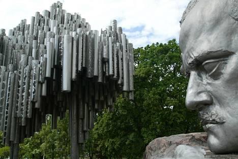 Sibelius-monumentti sijaitsee Helsingin Töölössä Sibeliuksen puistossa.
