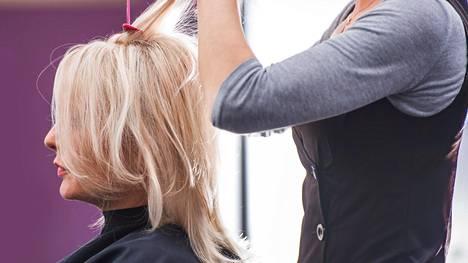 Hiustenhoidossa kiinnostavat nyt helppous ja hoitotuotteiden laadukkuus.
