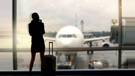 """Lentoemäntä paljastaa, millaista työ on lentoyhtiössä, joka tunnetaan hulppeasta ykkösluokastaan: """"Yritän ottaa tästä kaiken irti"""""""