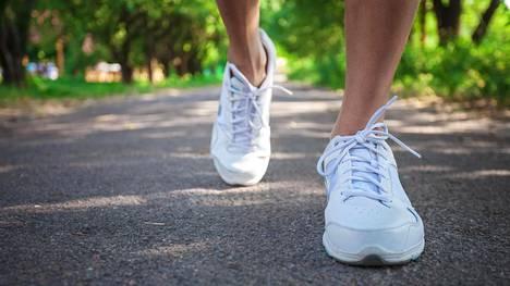 Terveyden kannalta olisi hyvä, jos askeleita tulisi päivän aikana yli 10 000.