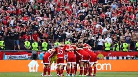 Täysi yleisö mylvi, kun Unkari aloitti EM-kisat isännöimällä hallitsevaa mestaria Portugalia.