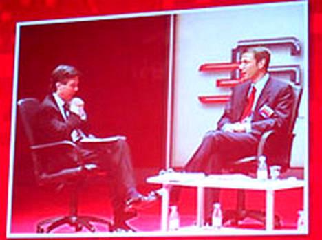 GSMA:n johtaja Craig Erlichmann haastattelí sittemmin Deutsche Telekomin johtoon noussutta Rene Obermannia 3GSM Worldissä 2004.