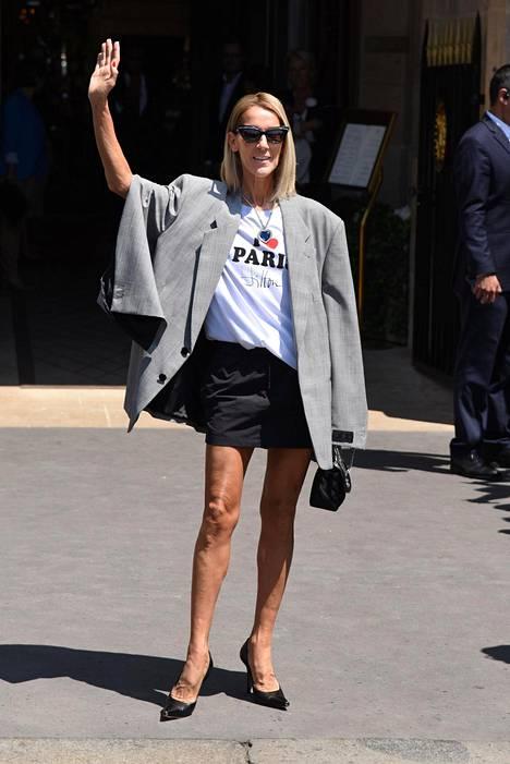 Celine Dion on tällä hetkellä maailmankiertueella.