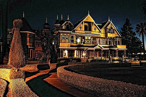 Winchesterin talossa on 160 huonetta joista 40 on makuuhuonetta ja 6 keittiötä.