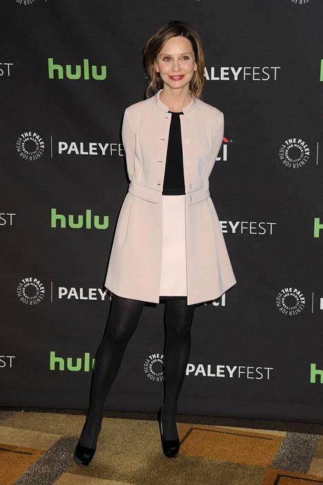 Calista Flockhart kuvattuna viime vuonna Supergirl-sarjan punaisen maton tilaisuudessa.