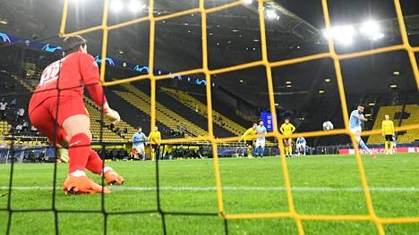 Uusi superliiga huolestuttaa jalkapallon tähtiä. Esimerkiksi Manchester Cityä uhkaa sulkeminen ulos tämän kauden Mestarien liigasta. Kuva puolivälierästä Dortmundia vastaan.