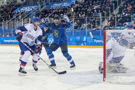 Teemu Hartikainen (kesk.) pelasi arvokisajoukkueessa viimeksi Pyeongchangin olympiaturnauksessa 2018. Isäntämaa Etelä-Korea kaatui, mutta Suomen turnaus katkesi puolivälierissä Kanadaa vastaan.