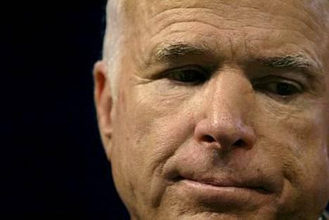 Verotietojen mukaan John McCainin ansiot olivat viime vuonna noin 270000 euroa.