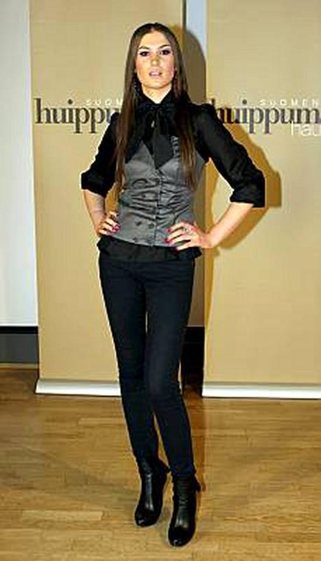 Huippumalli haussa -ohjelman tämäniltaisessa jaksossa annettiin lähtöpassit 22-vuotiaalle Anastassialle.
