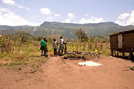 Kuivuudesta kärsivään Ngoswetiin on rakennettu kehitysyhteistyön avulla vesijärjestelmiä. Nyt jo 70 prosenttia kotitalouksista saa puhdasta vettä.