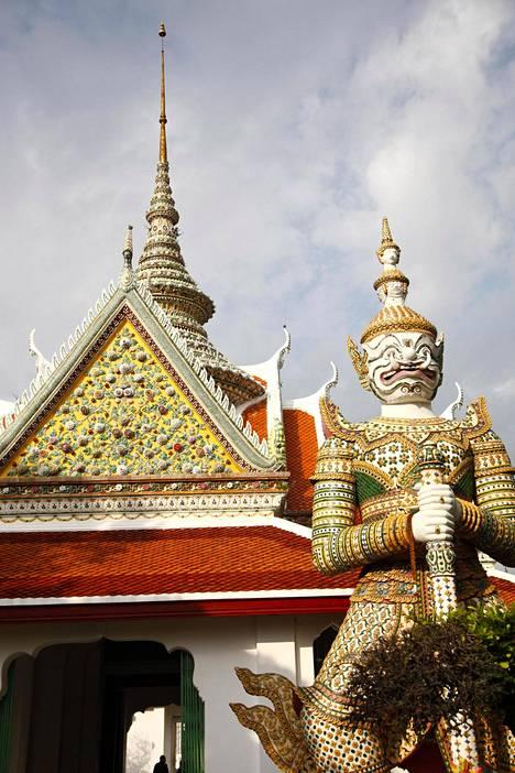 Ilta-Sanomille tarinansa kertonyt entinen matkaopas luotsasi ryhmiä ensin viikon Bangkokissa ja sitten toisen viikon Pattayalla.