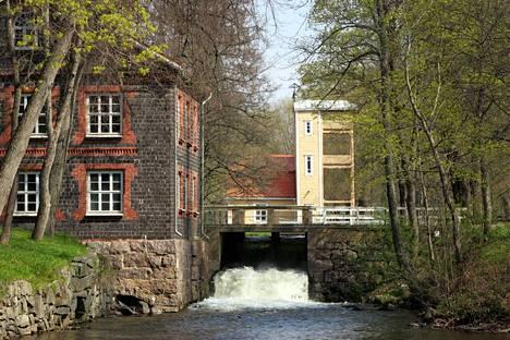 Ruukkikylä ei hiljene edes talvella. Joulun avajaisia Fiskars Villagessa vietetään marraskuun lopussa.