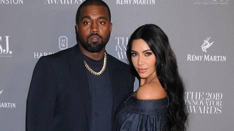 Kim Kardashian ja Kanye West suosivat kotinsa sisustuksessa minimalismia.