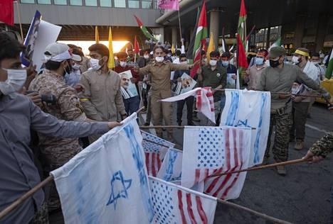 Teheranissa valmistauduttiin polttamaan Yhdysvaltojen ja Israelin lippuja toukokuussa 2021 tuen osoituksena palestiinalaisille.