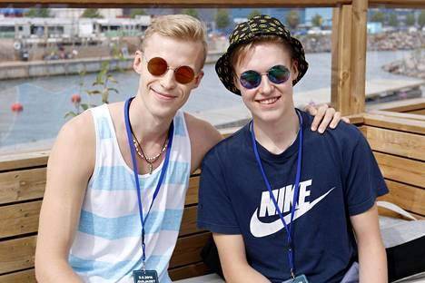 Roni, 22, ja Mike, 17, Bäck ovat tubettaja-veljekset Helsingistä.