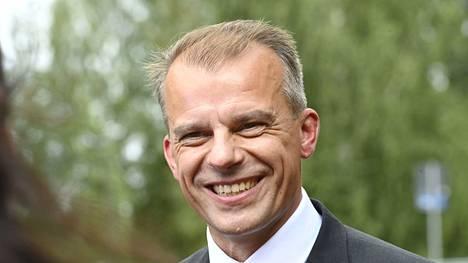 """Juha Pylväs vaati kesäkokouspuheessaan loppua """"viljelijöiden syyllistämiselle, autoilijoiden vainoamiselle ja ihmisten ruokalautasen vahtaamiselle""""."""