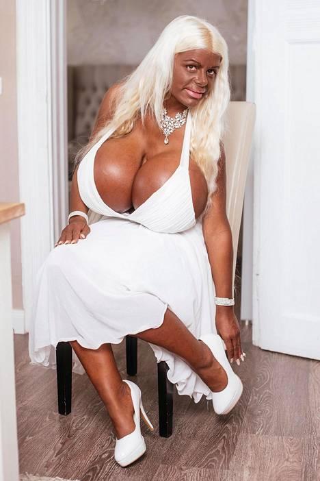 Martina aikoo jatkaa kehonsa muokkaamista ja suunnittelee hankkivansa implantit takapuoleensa ja suurennuttavansa rintojaan entuudestaan.