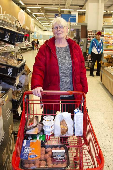 Ruokaan menee rahaa aika vähän kun taloudessa on vain kaksi, kertoo Anne-Maj Europeus.