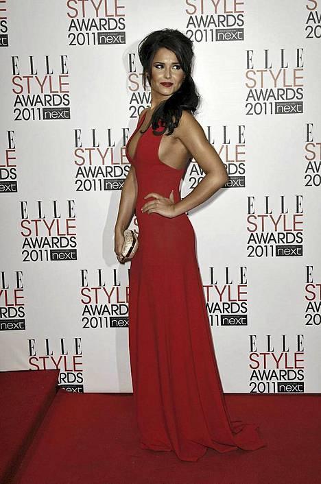 Cheryl Cole saapui Elle Style Awards -gaalaan upeassa punaisessa luomuksessa.