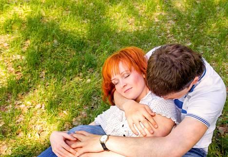 Kesällä voi ihan vain nauttia kiireettömästä ajasta oman kumppanin kanssa.