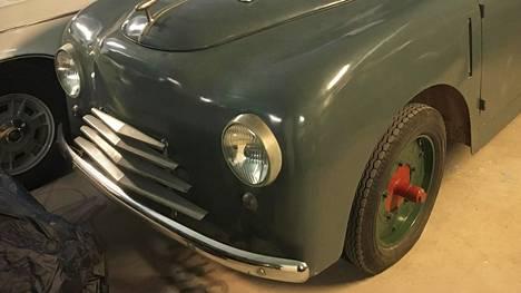 Vaasalainen ruotsinkielisen ammattikoulun opettaja J. Evald Geust päätti rakentaa auton ihan itse.