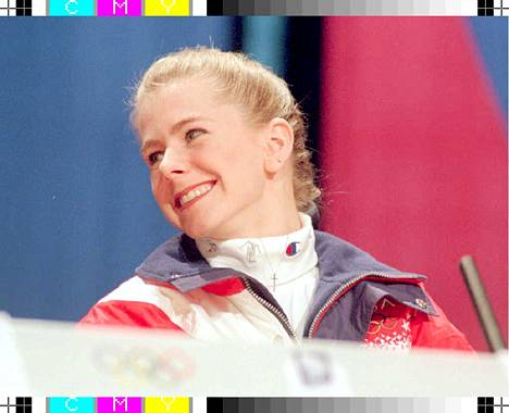 Tonya Harding jaksoi vielä hymyillä lehdistötilaisuudessaan Lillehammerissa.