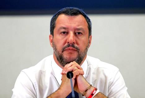 Matteo Salvinin tiukka suhtautuminen maahanmuuttoon ja turvapaikanhakijoihin jakaa mielipiteitä Euroopassa.