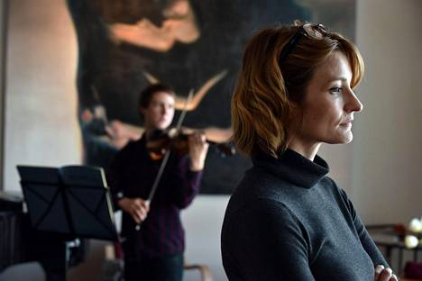 Karin (Matleena Kuusniemi) ei ole varma tunteistaan oppilastaan Anttia (Olavi Uusivirta) kohtaan.