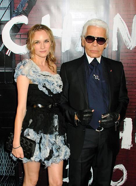 Näyttelijä Diane Kruger ja Lagerfeld vuonna 2009.