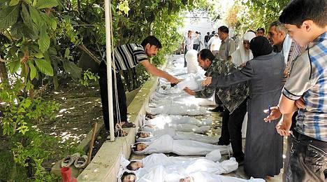 Kaasuiskun vai jonkin muun uhreja? Syyrian tapahtumien totuutta on vaikea selvittää.