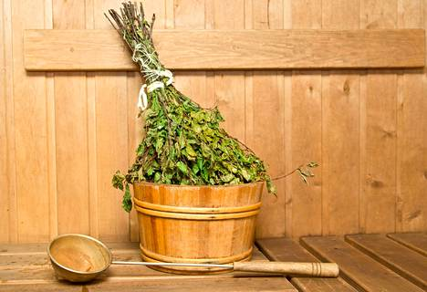 Saunan siivoukseen riittää normaali, heikosti emäksinen puhdistusaine, jota kotoa käytetään muutenkin yleispuhdistukseen.