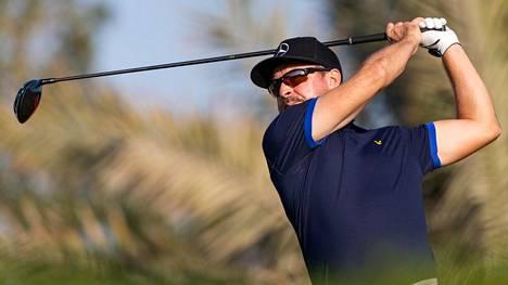 Mikko Korhonen ihmepelastui jatkokierroksille – vaikeat olosuhteet tekivät tepposet monille golffareille