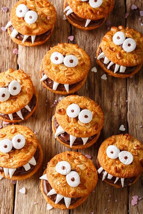 Oli kyseessä sitten keksi, muu leipomus tai makeinen, kun sille laittaa silmät, Halloween-koriste on valmis.