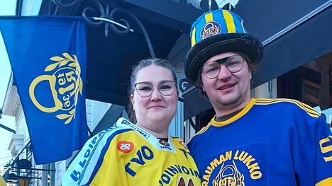 Raumalaissisarukset Salla Viitasalo ja Antti Hannonen riemuitsivat lauantaina Lukon voitosta, mutta heidän iloonsa sekoittui myös suurta murhetta.