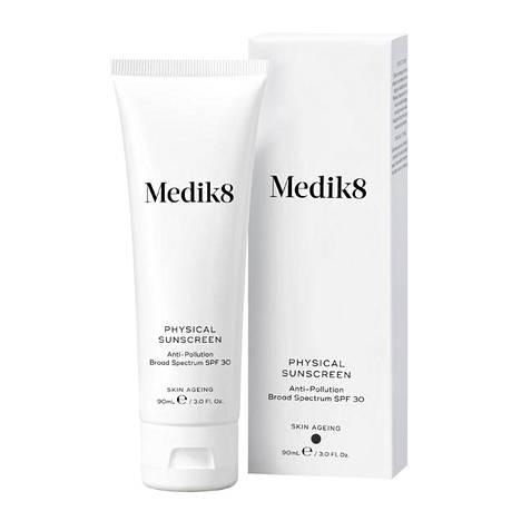Medik8:n fysikaalinen UVA- ja UVB-aurinkosuoja lupaa suojata ihoa myös UV-säteilyn aiheuttamilta vapailta radikaaleilta ja infrapunasäteiltä ja ehkäistä ihon aurinkovaurioita ja ennenaikaista ikääntymistä. 69 € / 90 ml.
