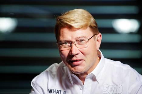 Mika Häkkinen vaikuttaa luottavan Valtteri Bottakseen kuin vuoreen.