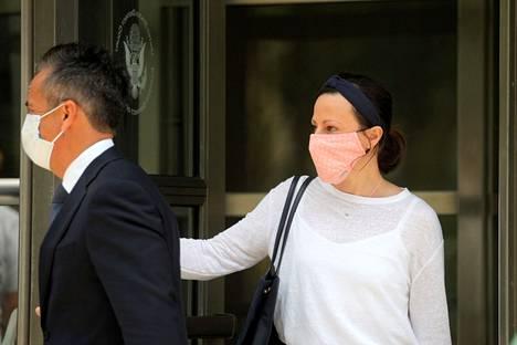 """Nancy Salzmanin tytär Lauran Salzman tuomittiin vankeuteen heinäkuussa. Hänet tunnettiin seksikultin """"orjamestarina""""."""