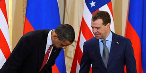 Yhdysvaltain presidentti Barack Obama ja Venäjän presidentti Dmitri Medvedev allekirjoittivat 8. huhtikuuta Prahassa uuden staretgisten aseiden rajoitussopimuksen.